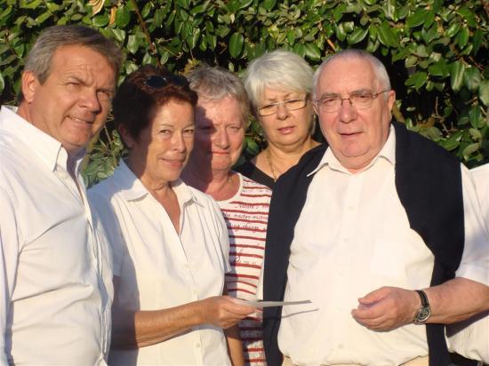 Chèque au Père Emile pour les vitraux  de la chapelle de La Cotinière