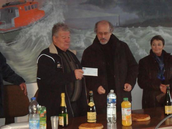 Remise de chéque pour les  péris en mer  - Janvier 2012